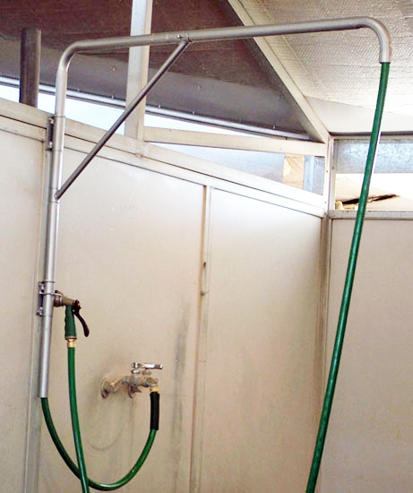 horse washing station, wash rack arm, hose shower, horse shower attachment, horse barn shower, barn cattle shower